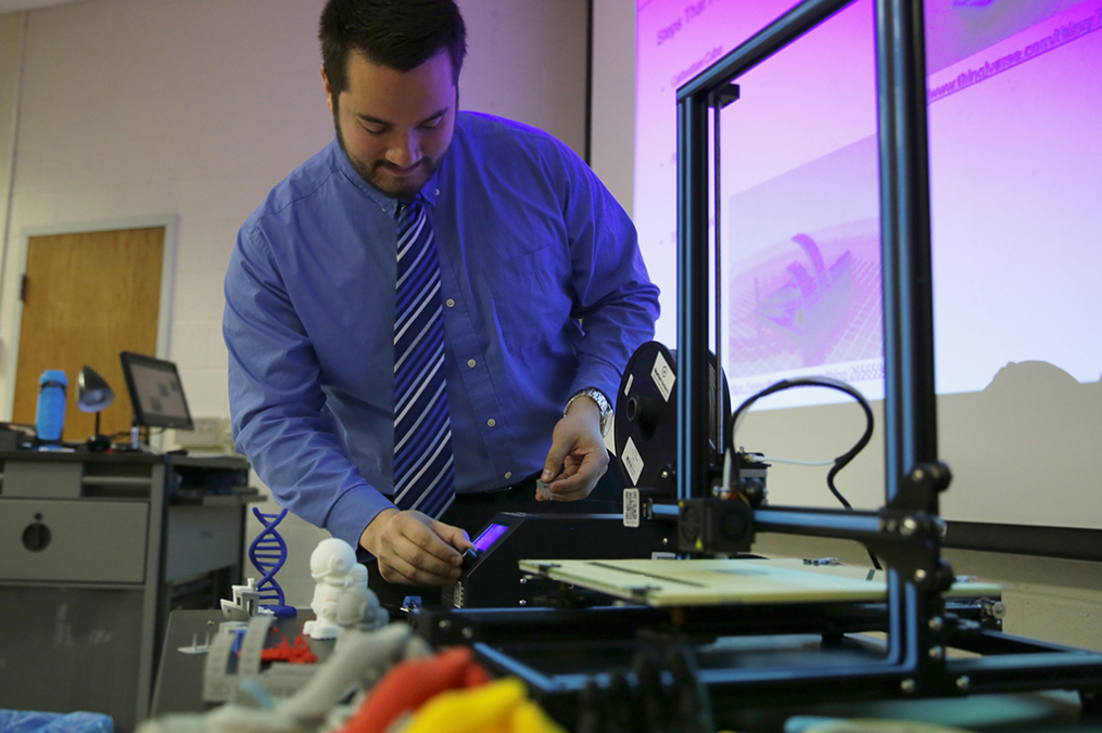 Aaron Rydzynski '16 demonstrates the 3D technology that may one day create prosthetic limbs