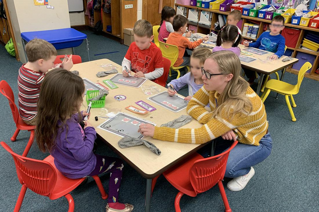 Adeline Bradley '22, helps kindergarteners with their work during her January Field Period®.