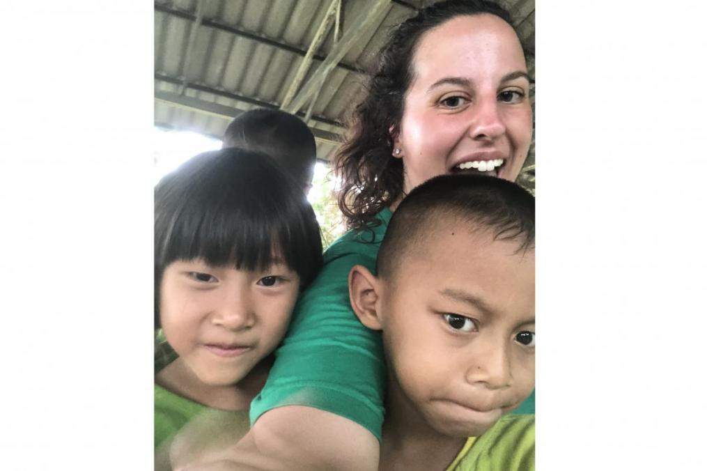 Sarah Honan '21 takes a selfie with some of the children she met during her summer Field Period® to Thailand.
