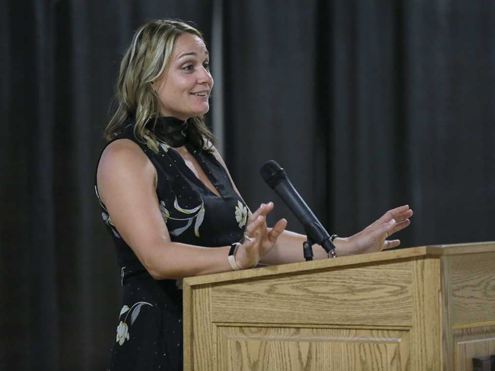 Dr. Arthur F. Kirk, Jr. Athletics Hall of Fame inductee Laura Hart Puryear '02 gives her acceptance speech at the Hall of Fame Induction & Dinner Friday night.